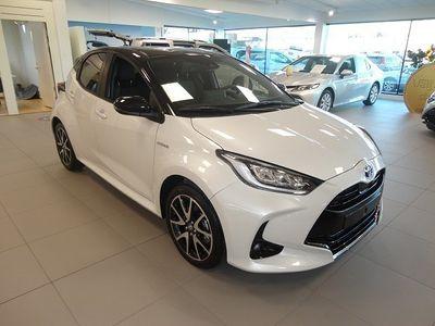 begagnad Toyota Yaris 1,5 Elhybrid 5D Style Bitone 2021, Halvkombi Pris 227 900 kr