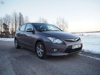 gebraucht Hyundai i30 1.6 CRDi Manuell 115hk -11