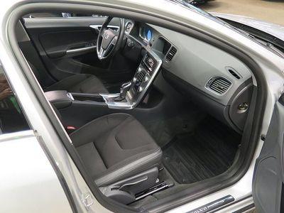 begagnad Volvo V60 D4 AWD Momentum Business E