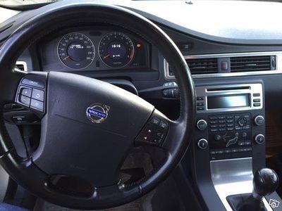 begagnad Volvo V70 II Momentum 2.0F, 145hk -09