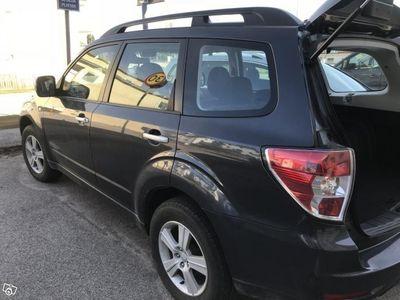 begagnad Subaru Forester mörkgrå -08