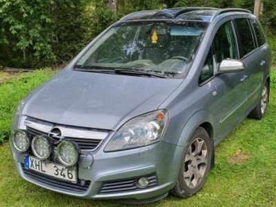 usata Opel Zafira 2,2 Cosmo -05