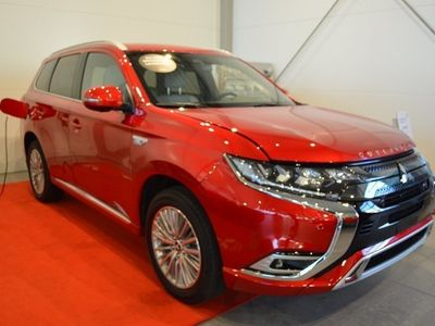 begagnad Mitsubishi Outlander P-HEV 2,4 4WD Business X Privatleasing
