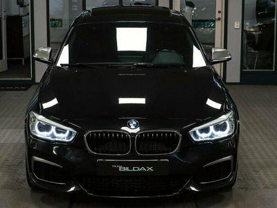begagnad BMW M135 i 326HK XDRIVE NAVI PRO SKINN GLASTAK KAMERA 1.95%