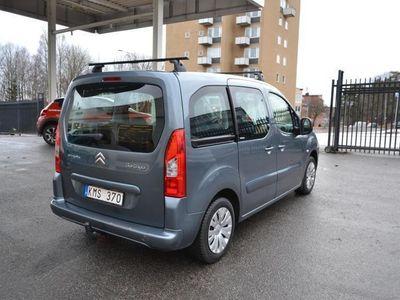 begagnad Citroën Berlingo Family 1,6 110hk / Dragkrok -11