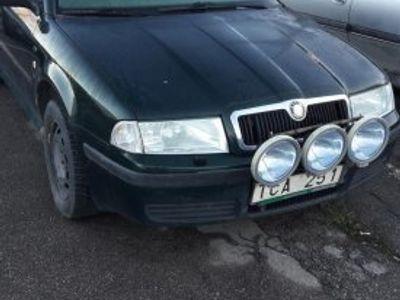 begagnad Skoda Octavia 1.6 Reservdels bil -01