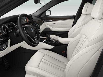 begagnad BMW 520 d xDrive Luxury Line, Nya G30 bilen