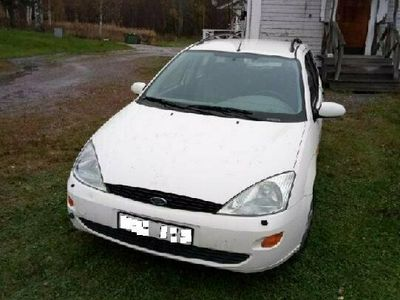begagnad Ford Focus Kombi 1.6 Ghia bes året ut.skatt till mars -22