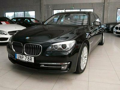 begagnad BMW 750 i xDrive 450hk TAKLUCKA SOFT CLOSE ADAPTIV STRÅLKAST