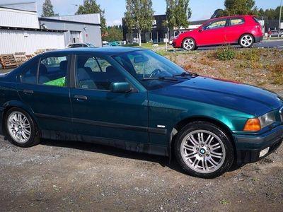 begagnad BMW 320 i e36 med M-fälgar