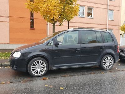 begagnad VW Touran 2.0 TDI AUTOMATISK DSG Highline 7-sits