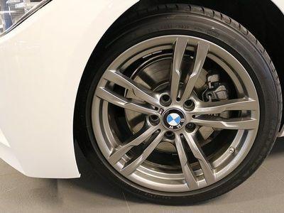 begagnad BMW 330 i xDrive Touring Msport Nav Drag Aut