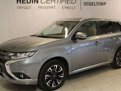 begagnad Mitsubishi Outlander 2.0 Plug-in Hybrid 4WD SAFETY (121HK) S+V Hjul