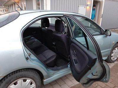 begagnad Mitsubishi Carisma Halvkombi