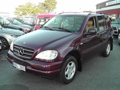 begagnad Mercedes ML230 5 Vxl. 4WD 4 Cyl.Högt i -00