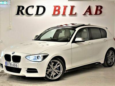begagnad BMW M135 i xDRIVE TAKLUCKA SKINN PDC EU 6 320 HK