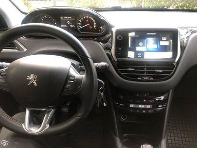 begagnad Peugeot 208 1.2 VTi Låg mil -13