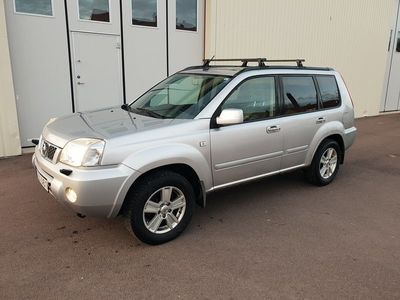 begagnad Nissan X-Trail 2.5 4x4 Automat 165hk colombia panorama