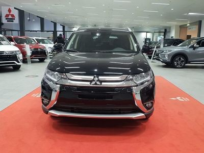begagnad Mitsubishi Outlander RE BUSINESS 2.2D A6 4WD 7-SITS MY18
