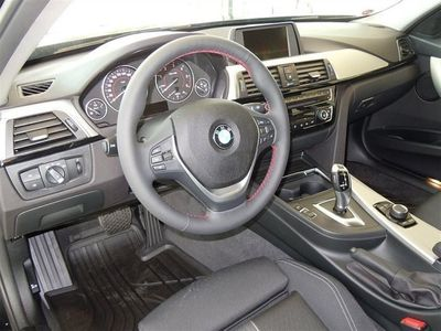 begagnad BMW 318 d Touring Modell Sport Automat