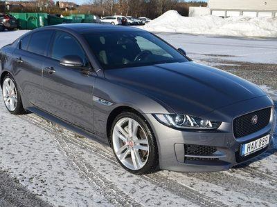 begagnad Jaguar XE 2.0T 200hk Bensin RWD R-Sport Aut Nav Värmare Fjärr Drag