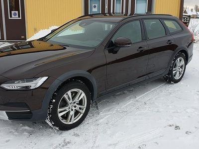 begagnad Volvo V90 CC D4 AWD Business, Nyservad, VOC, Drag