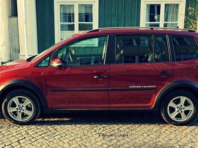 begagnad VW Touran Cross 2.0 TDI DSG