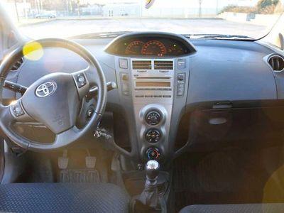 begagnad Toyota Yaris 1,33 5-D 7490mil -11
