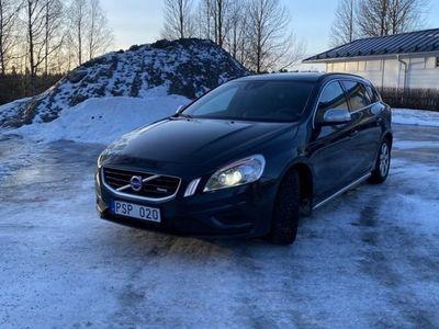 begagnad Volvo V60 D5 Momentum, R-Design