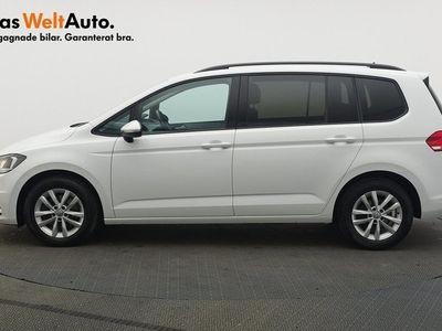 begagnad VW Touran TDI 115 7-sits P-värmare 2018, SUV 199 900 kr