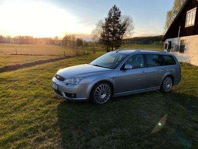 begagnad Ford Mondeo ST220