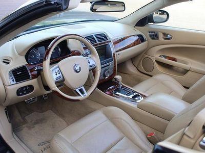begagnad Jaguar XK R Conv 4.2 ljust skinn valnöt 2008, Cab 389 000 kr