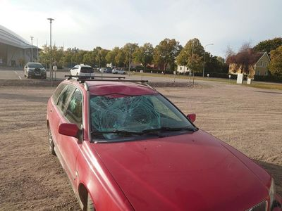 begagnad Volvo V40 krockskadad