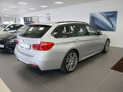 begagnad BMW 320 i xDrive Touring M Sport Connected Drag