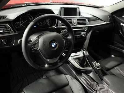 begagnad BMW 318 d xDrive Sedan Sedan