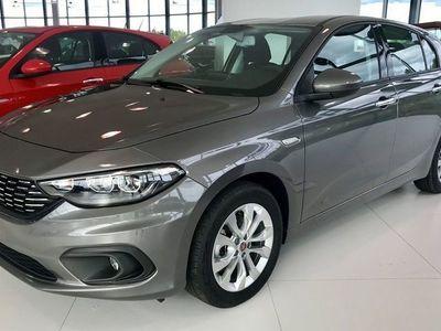 begagnad Fiat Tipo 5-D LOUNGE 120HK 2019 *APPLE CARPLAY*