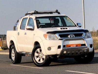 used Toyota HiLux 3.0 4X4 D-4D D/C 5d AUTO 169 BHP