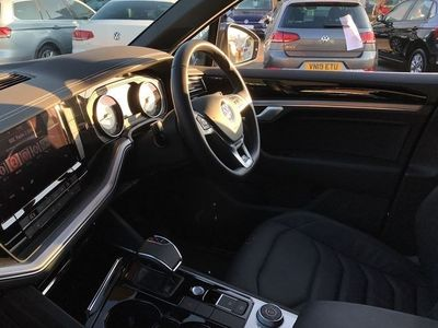 used VW Touareg Touareg NewV6 R-Line 3.0 TDI 286PS 4MOTION 8-speed Auto Tiptronic 5 Door Estate 2019