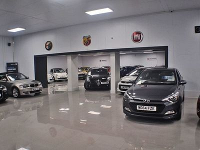 used Mercedes A35 AMG A-Class 2.0 AMG A 35 4MATIC 5d 302 BHP STUNNING NEARLY NEW MERC
