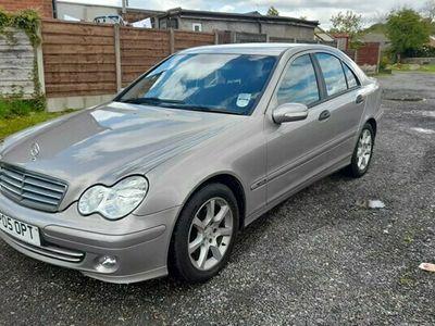 used Mercedes C200 C-Class SaloonCDI Classic SE 4d Auto (04)
