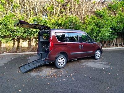 used Fiat Doblò Automatic MULTIJET LOUNGE DUALOGIC 5-Door Wheelchair Accessible Vehicle.