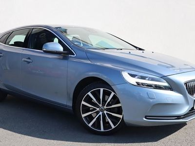 used Volvo V40 T3 Inscription Automatic (Winter Pack, Intellisafe Pro, Lane Keeping Aid)