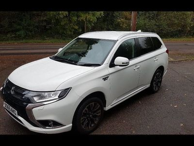 used Mitsubishi Outlander P-HEV 2.0 PHEV GX 3H PLUS ESTATE 5dr ELECTRIC CVT 42 g/km 160.9 BHP