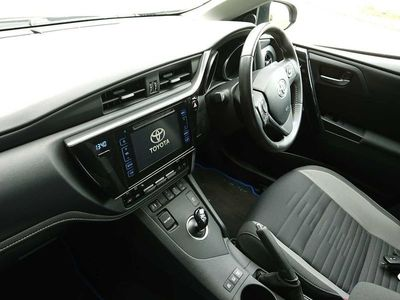 used Toyota Auris Touring Sport 1.8 Hybrid Business Edition 5dr CVT